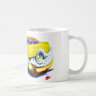 Chevy Vegaの黄色い車 コーヒーマグカップ