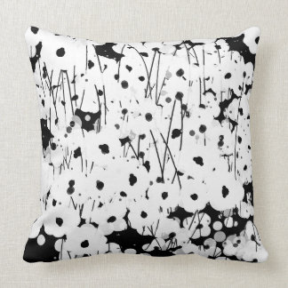 CHIC PILLOW_COOL, MODERN WHITE FLORAL ON BLACK クッション
