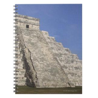 Chichen ItzaのKukulcansのピラミッドのマヤの台なし ノートブック