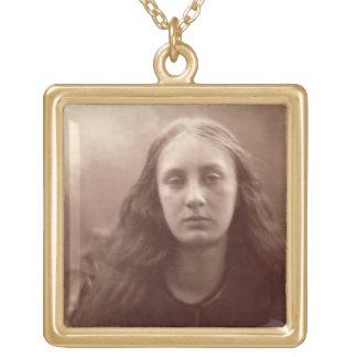 Christabelのc.1867 5月Prinsep、(セピア色のポートレート ゴールドプレートネックレス