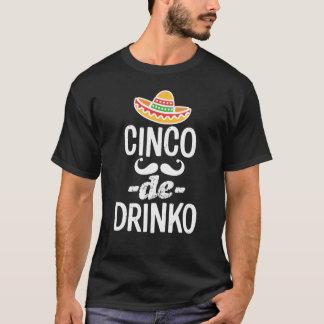 Cinco De DrinkoおもしろいなメンズCinco deメーヨーのTシャツ Tシャツ