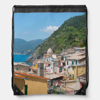 Cinque Terreイタリアのカラフルな家 ナップサック