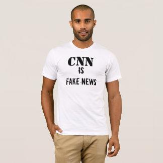 CNNは擬似ニュースのTシャツです Tシャツ