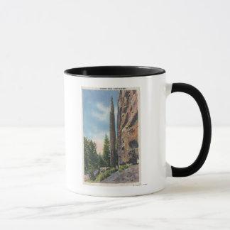 Codyのハイウェー、モンタナの眺めの煙突の石 マグカップ