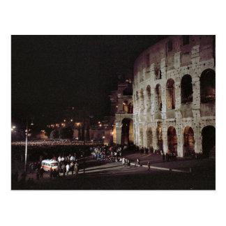 Colosseumで集まっている群集 ポストカード