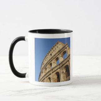 Colosseumの低い角度眺め マグカップ