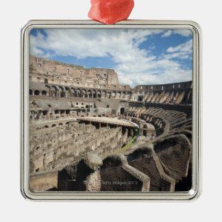 Colosseumはローマ、イタリアに置かれます。 その メタルオーナメント