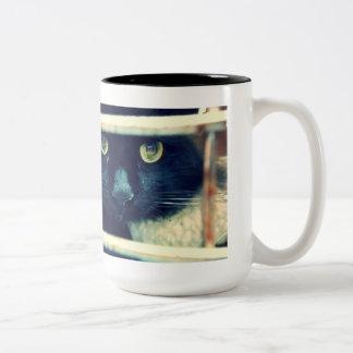 Conehead猫の俳句のマグ ツートーンマグカップ