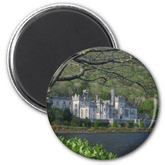 ConnemaraアイルランドのKylemoreの大修道院 マグネット
