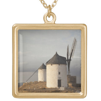 ConsuegraのLaのManchaの旧式な風車3 ゴールドプレートネックレス