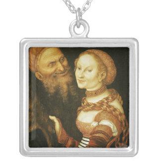 Courtesanおよび老人、c.1530 シルバープレートネックレス