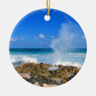 Cozumelメキシコのビーチの波のしぶき水口のティール(緑がかった色) セラミックオーナメント