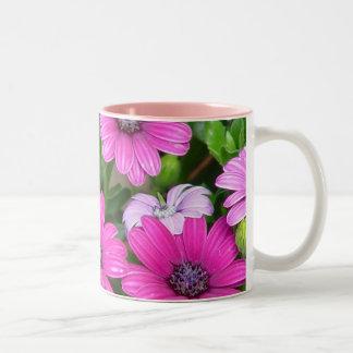 Cranesbillのゼラニウム(ピンクの花)のマグ ツートーンマグカップ
