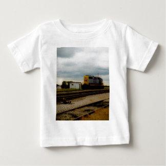 CSXの鉄道Dieeselのヤードエンジントレド、オハイオ州 ベビーTシャツ