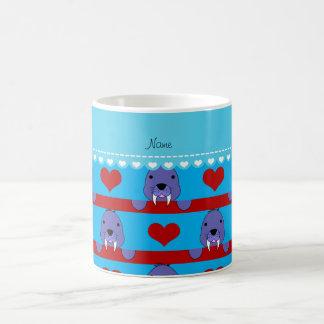 Custonの一流のスカイブルーのセイウチの赤いハートは縞で飾ります コーヒーマグカップ