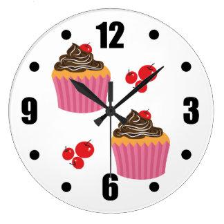 Cute Pink Cupcakes  On White ラージ壁時計