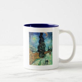 Cypressおよび星が付いている道 ツートーンマグカップ