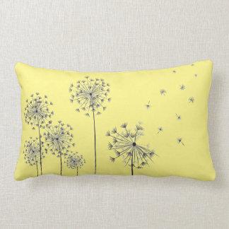 Dandelion flowers ランバークッション