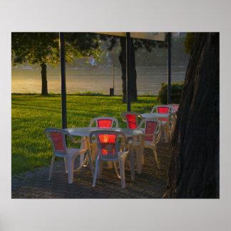 Danube川著ダイニングテーブルそして椅子、 ポスター