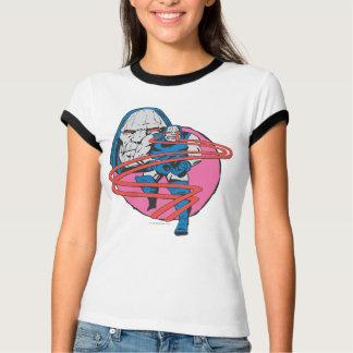 Darkseidはオメガのビームを撃ちます Tシャツ