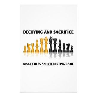 Decoyingおよび犠牲はチェスに興味深いゲームをします 便箋