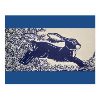 Dedhamの青いウサギ、ヴィンテージの青及び白いデザイン ポストカード