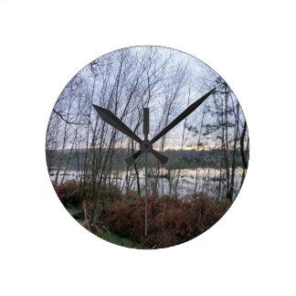 Delamereの森林の沼地そしてBlakemereのコケ ラウンド壁時計