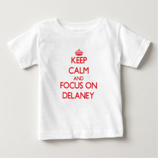 Delaneyの平静そして焦点を保って下さい ベビーTシャツ
