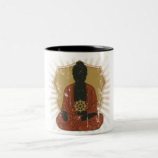 Dharmaの車輪をめい想している仏 ツートーンマグカップ