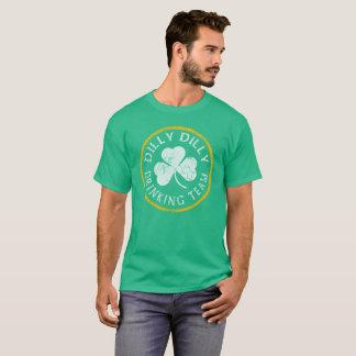 DillyのDillyのアイルランドの飲むチーム Tシャツ