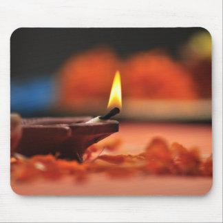Diwaliのフェスティバルのための神聖なランプ マウスパッド