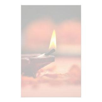 Diwaliのフェスティバルのための神聖なランプ 便箋