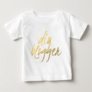 DIYのブロガー-金ゴールドの原稿 ベビーTシャツ