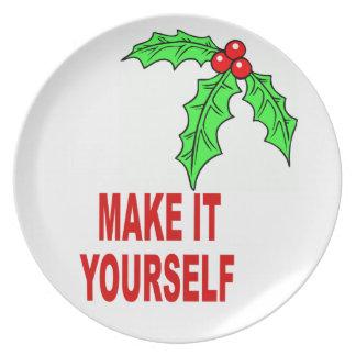 DIYはあなた自身のクリスマスの果実に休日のプレートをします プレート