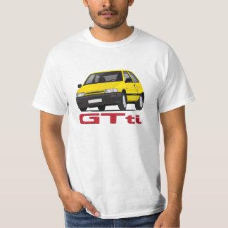 diyバッジと黄色いDaihatsuのシャラードGTtiターボ Tシャツ
