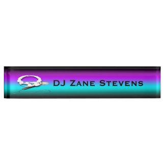 DJのヘッドホーンのマイクロフォンの机用ネームプレート デスクネームプレート