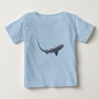 Dogfishの鮫のベビーの乳児のTシャツ ベビーTシャツ