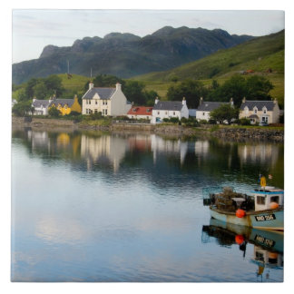 Dornieの小さい村の美しい写真との タイル