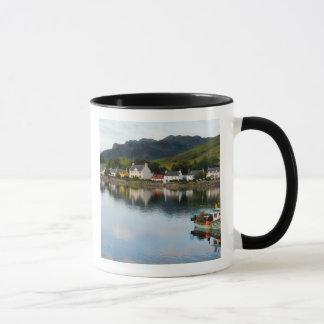 Dornieの小さい村の美しい写真との マグカップ