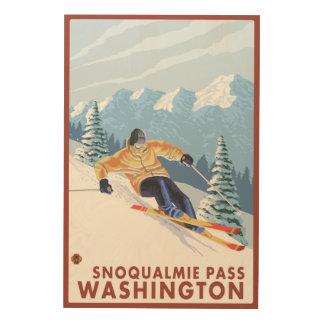 Downhhillの雪のスキーヤー- Snoqualmieのパス、WA ウッドウォールアート
