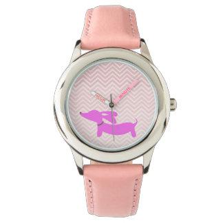 Doxieの時間: ピンクの飛んでいるな耳のダックスフント + シェブロン 腕時計