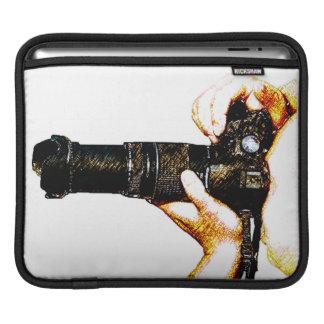DSLRのカメラを握っているカメラマン iPadスリーブ