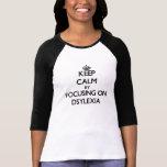Dsylexiaに焦点を合わせることによって平静を保って下さい T-シャツ