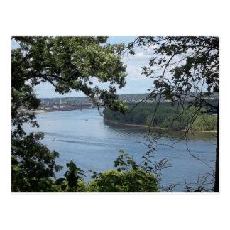 Dubuque、ミシシッピー川のアイオワ市 ポストカード
