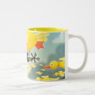 Duckieの飛行船 ツートーンマグカップ