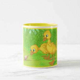 Duckingsおよびかたつむり ツートーンマグカップ