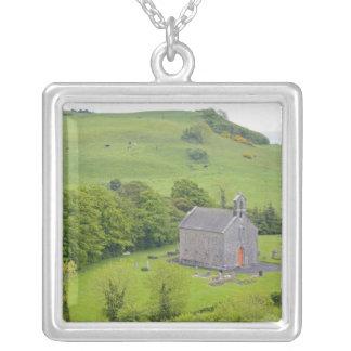 Dunamase、アイルランドの石。 眺めのおよび シルバープレートネックレス