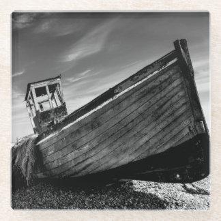Dungenessのビーチの断念されたボート ガラスコースター