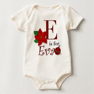 Eはエヴァのベビーの初めてのクリスマスのTシャツのためです ベビーボディスーツ