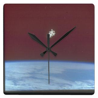 Earth_Space上の宇宙飛行士 スクエア壁時計